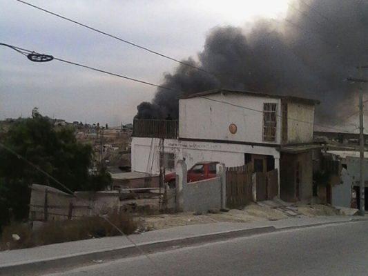 Por incendios evacuan familias en Antorcha Campesina 1