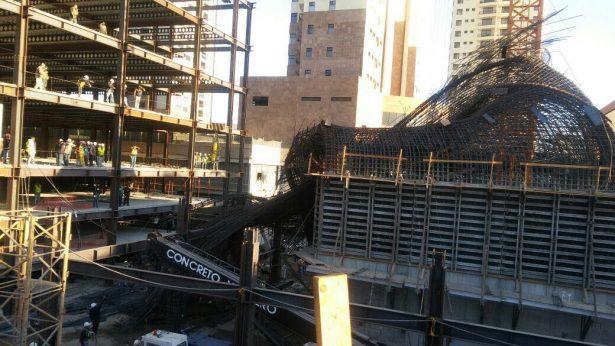 3 trabajadores heridos tras colapso de estructura de varilla