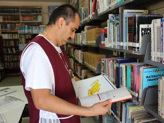 Invitan a donar libros para penales en BC