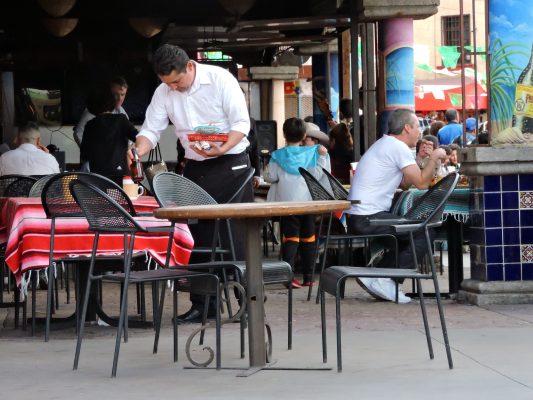 Restaurantes sufren falta de personal