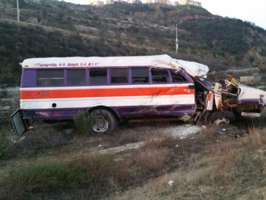 Vuelca camión en bulevar 2000; hay 7 lesionados