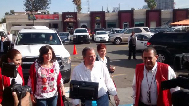José Antonio Meade llega a Tijuana [VIDEO]