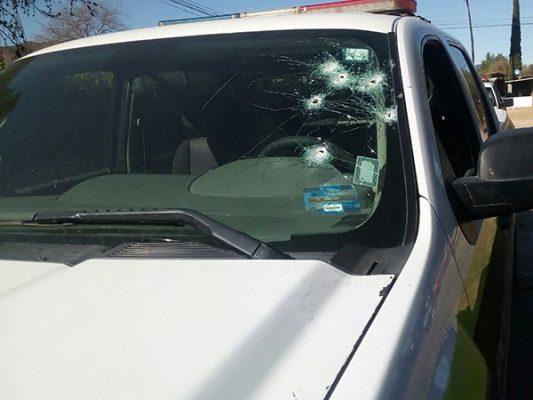 Atacan a policías tras persecución en San Vicente