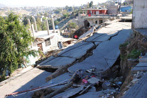Aumenta riesgo de derrumbe en Lomas del Rubí [VIDEO]