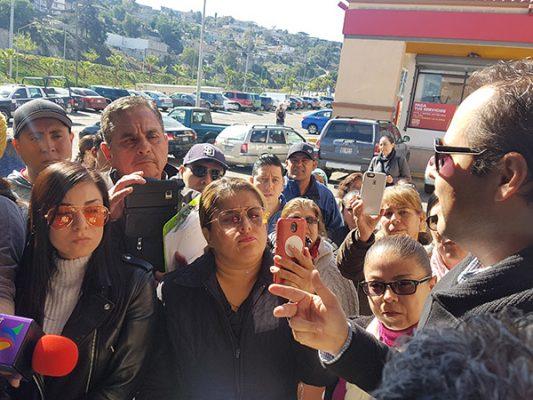 Protestan vecinos ante Grupo Melo