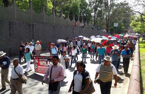 Policía impide que Sección 22 de la CNTE se apodere del Cerro del Fortín