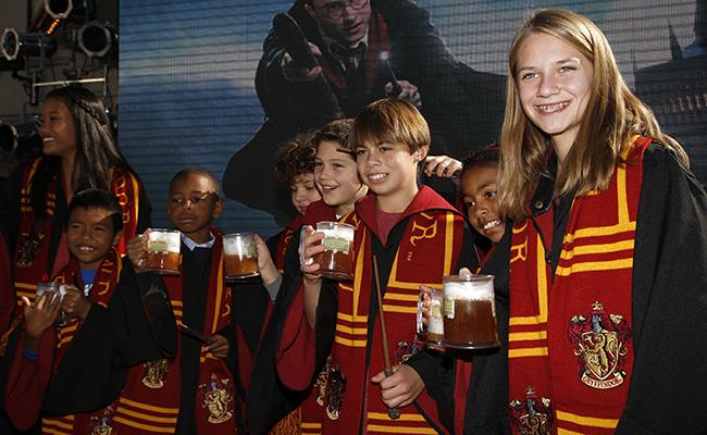 Fans de Harry Potter disfrutan helado de cerveza de mantequilla