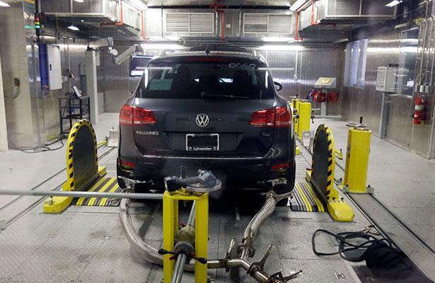 Volkswagen debe pagar millonaria multa por trampas en motores diésel