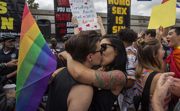 Comunidad LGBT marcha en 50 ciudades de EU por orgullo y resistencia