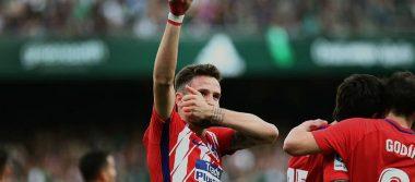Atlético vence al Betis y presiona al Barcelona
