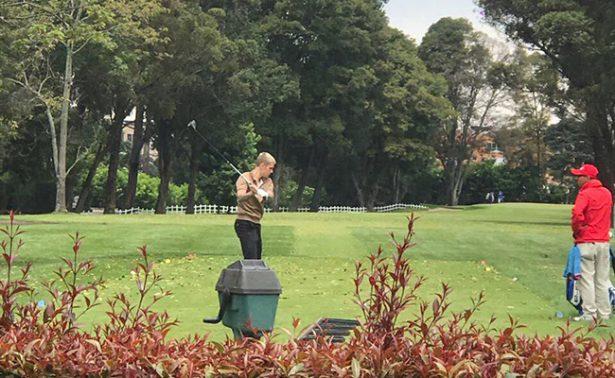Justin Bieber juega golf en Bogotá antes de concierto