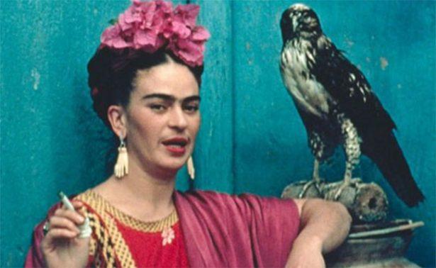 """Con """"Me pinto a mí misma"""", Frida Kahlo vuelve a casa"""
