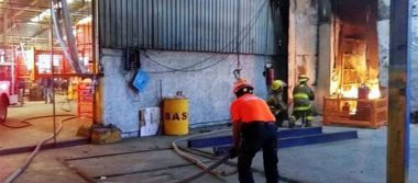 Explosión e incendio causa evacuación de trabajadores en empresa de Nuevo León