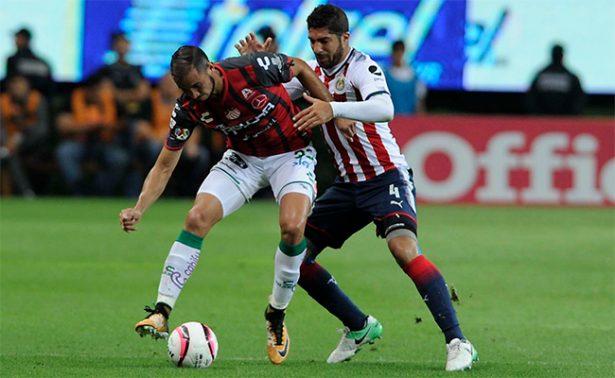 En aguerrido duelo, Chivas y Necaxa empatan 2-2
