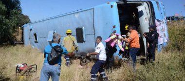 Vuelca camión de peregrino; hay 12 lesionados