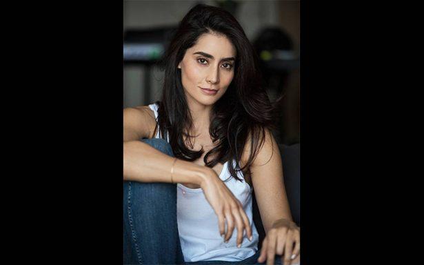 Paola Núñez es una mujer de época en la serie The Son