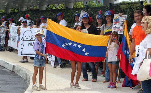 """Venezolanos en México piden a OEA poner fin a """"crisis humanitaria"""""""