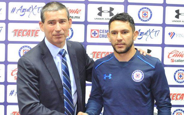 Walter Montoya fue presentado con Cruz Azul