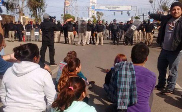 Agreden a manifestantes y reporteros en Rosarito
