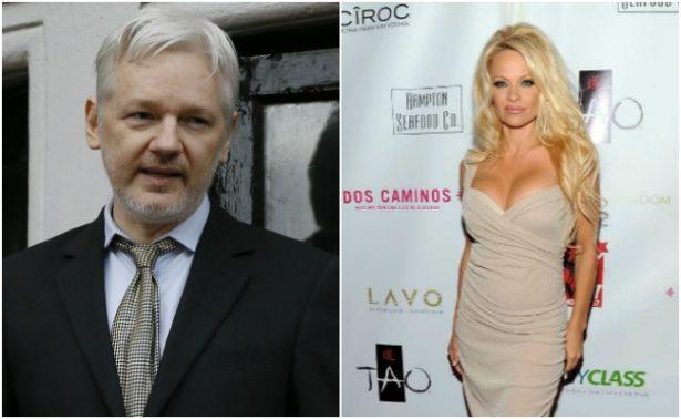 Pamela Anderson muestra su amor por fundadorde WikiLeaks