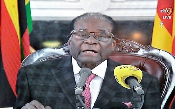 Tras 37 años, Mugabe renuncia como presidente de Zimbabue