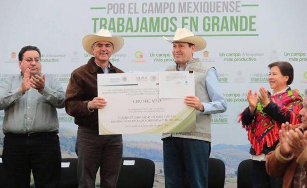 Entregan apoyos a agricultores mexiquenses