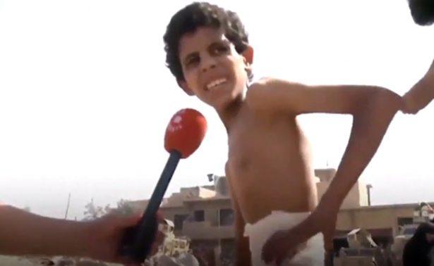 Niño se esconde en sótano durante 20 días por bombardeo en Mosul