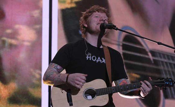 Ed Sheeran hace vibrar a mexicanos en su primer concierto