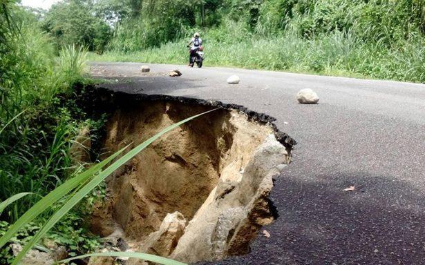 Lluvias colapsan carreteras