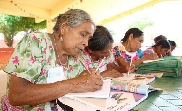 Alfabetizan a indígenas hidalguenses