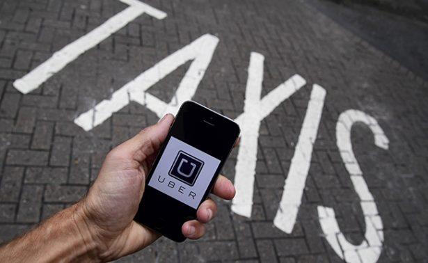 Taxistas protestan contra servicios como Uber en aeropuerto de la CDMX