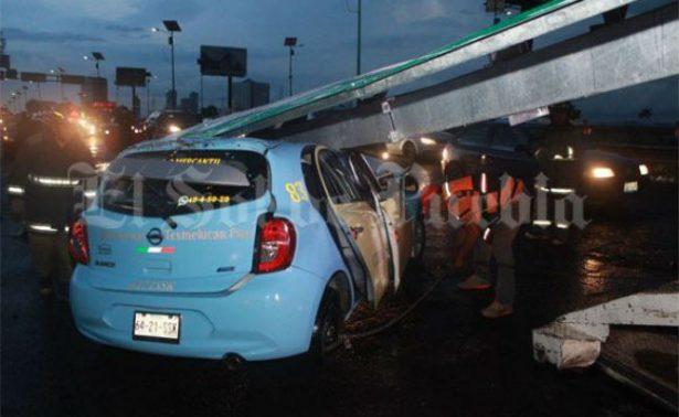Cae anuncio de la SCT sobre coche en Periférico de Puebla