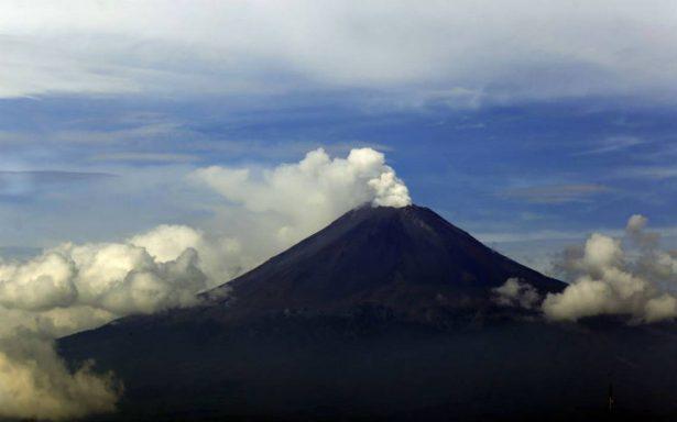 Actividad del Popo continúa, emite fumarola hacia Amecameca
