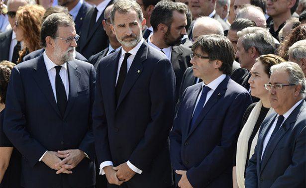 Rey Felipe VI encabeza minuto de silencio por víctimas en Barcelona