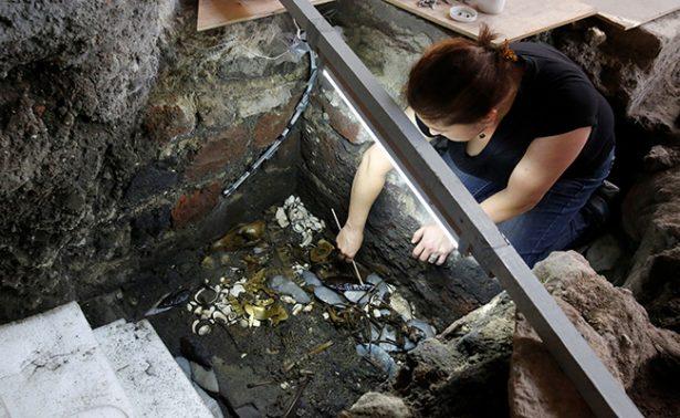 Hallan oro en ofrenda de lobo azteca sacrificado en Ciudad de México