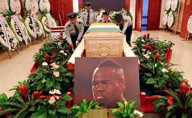 Emotivo adiós al futbolista Cheick Tioté, que murió durante entrenamiento