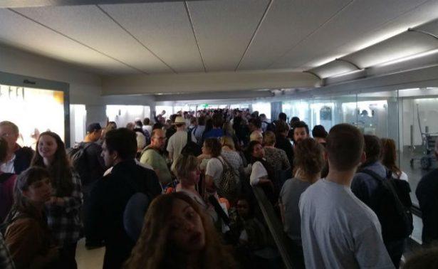 Por alarma de incendio, evacuan terminal de aeropuerto en Londres