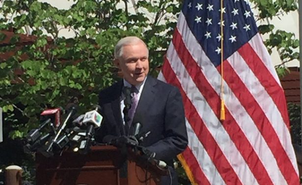 Nuestra prioridad es acabar con los criminales extranjeros: Jeff Sessions