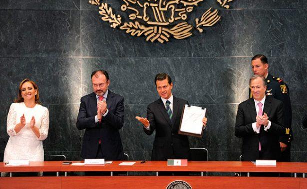 Firma Peña Nieto acciones para fortalecer el Servicio Exterior Mexicano