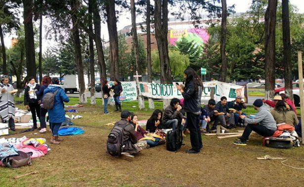 Abracemos Tollocan denuncia destrozos en su campamento
