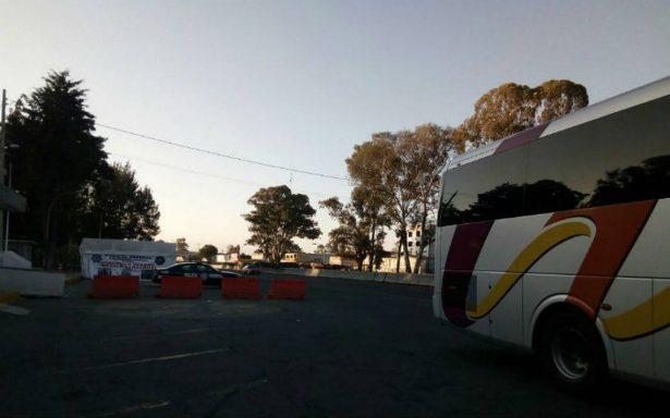 Operativos policiales retrasan la llegada de autobuses sobre la México-Veracruz