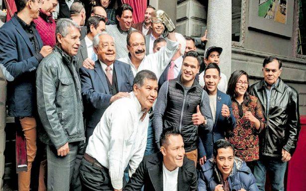 Armando Ahued tiene apoyo de campeones del boxeo