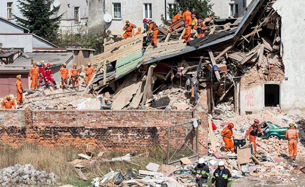 Tres muertos y al menos cuatro desaparecidos al caer un edificio en Polonia