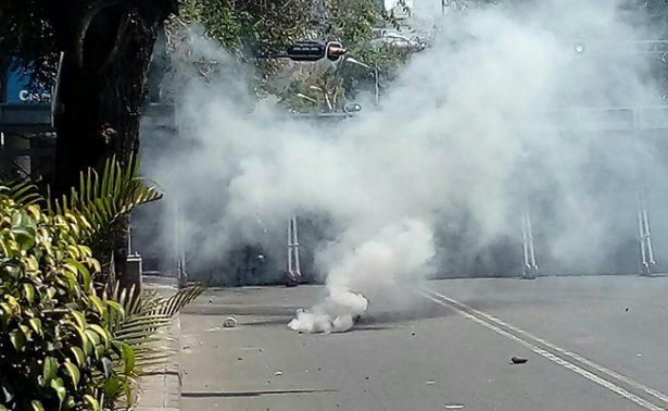 Reportan enfrentamiento afuera de la Secretaría de Gobernación