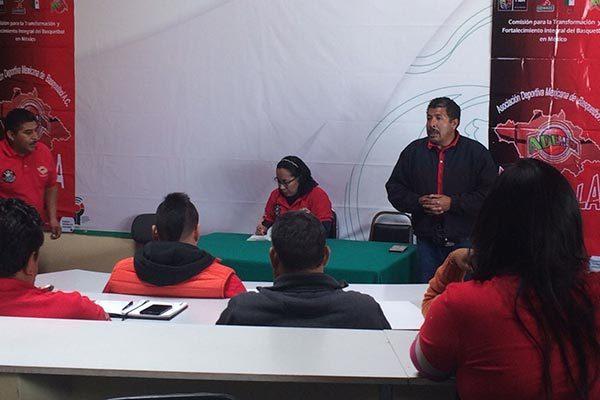 En el Centro Regional de Alto Rendimiento de Tlaxcala se reunieron los integrantes de la Ademeba con el objetivo de iniciar el proceso de reestructuración del baloncesto en Tlaxcala. / Antonio GUARNEROS