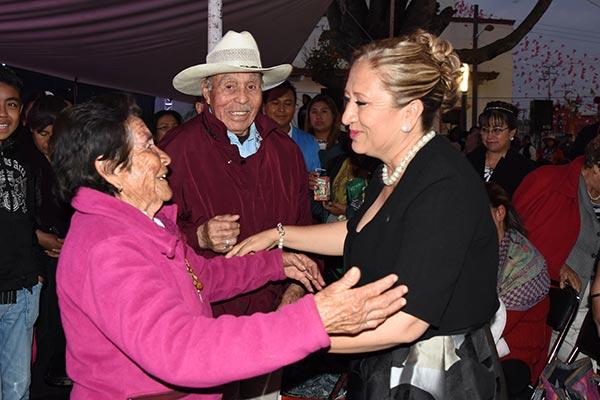 Pobladores de Texoloc felicitaron a por asumir el cargo de alcaldesa. /Everardo NAVA