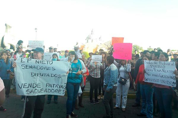 Marcha pacífica protesta contra el gasolinazo en Tlaxcala