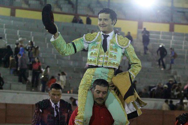 Angelino de Arriaga sale a hombros de Apizaco