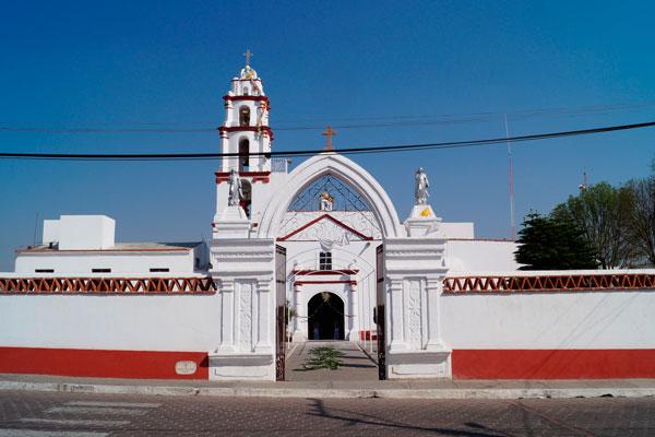 Fachada principal de la parroquia de la Virgen de Loreto en Españita
