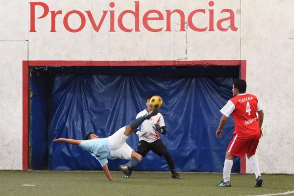"""La Universidad """"Benito Juárez"""" de Oaxaca sorprendió a las Garzas de la UAT en la rama varonil en duelo de futbol rápido celebrado ayer por la mañana. / Everardo NAVA"""